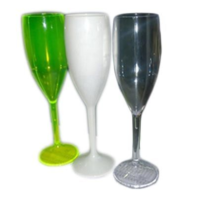 Taça de champanhe de acrílico com gravação em silk.