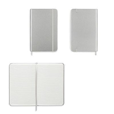 Livro de anota��es com capa dura com 96 folhas de 70 GSM sint�ticas (woodfree) e pautadas.