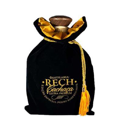 Nosso saquinho de grife para garrafas é feito de veludo com forro interno em cetim, ideal para em...