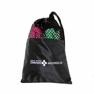 Embalabrindes - Saco de nylon resinado com visor tipo tela e cordão embutido de nylon.    Tamanho: Personalização de acordo com a necessidade do cliente. Acabamento d...