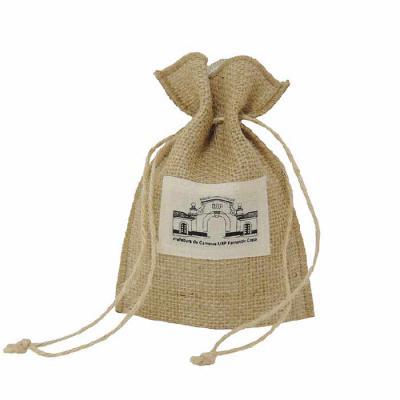 embalabrindes - Saco de juta natural com forro interno de algodão e cordão.     Tamanho: Personalização de acordo com a necessidade do cliente. Acabamento de impressã...