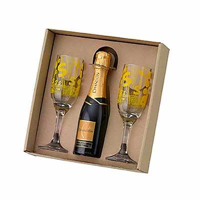Kit champanhe em caixa craft com berço. Com 02 Taças e 01 Chandon Baby 187ml