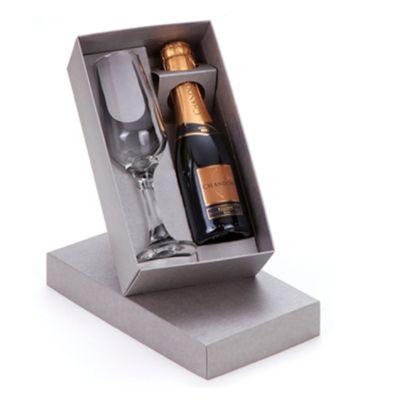 Kit personalizado com 2 produtos, incluindo 1 Espumante Chandon Réserve 185ml e 1 Taça de vidro 186ml,acondicionado em caixa de papelão rígido com fec...