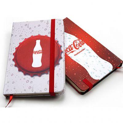 Caderneta tipo Moleskine confeccionada em couro sintético com aproximadamente 80 páginas.