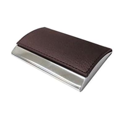 reina-brindes-promocionais - Porta cartão em metal revestido em couro.
