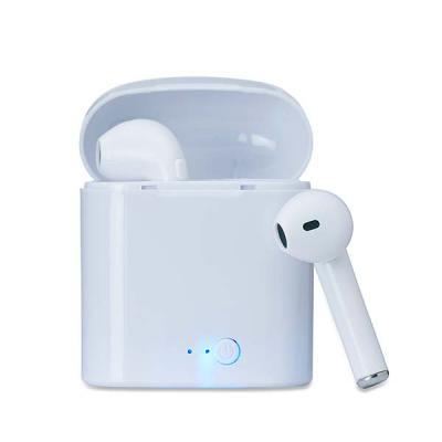 Fone bluetooth plástico com case carregador. Para utilização do produto, pressione e segure o bot...