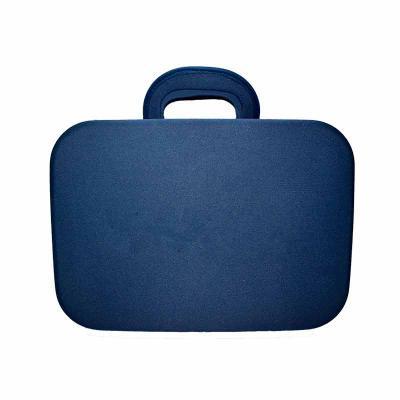Maleta termo moldada em E.V.A revestido, alça de mão, zíper com dois cursores, bolsos internos a ...