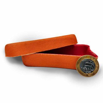 - Caixa em E.V.A. termo moldado, revestido em tecido, com fechamento em encaixe. Simples e funcional. Possibilidade de gravações em silk ou alto relevo....