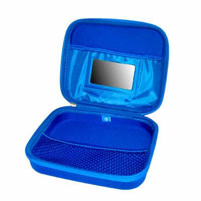 Optitex - Estojo Quadricular termo moldada em E.V.A revestido, zíper, parte interna com bolso superior com espelho (opcional), bolso inferior rede. Medidas 160x...