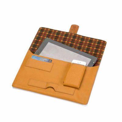 Porta tablet, contem internamente porta cartão e porta celular. Materiais: couro, sintético Tam.: 30x21 - P2K Brindes
