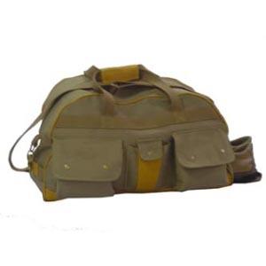 Bolsa de viagem com bolso para sapatos e personalização.
