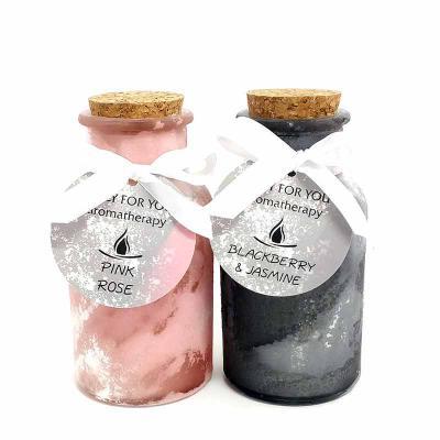 botanica-velas - Linda vela em garrafa com tampa de cortiça. Vidro com acabamento fosco.  Aromas: Pink Rose e Blackberry&Jasmin Medida: 7x13cm Fácil personalização