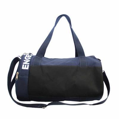 Bolsa viagem e esporte com bolsos laterais, alça de mão e tiracolo reforçada. Medidas: 40x28x28