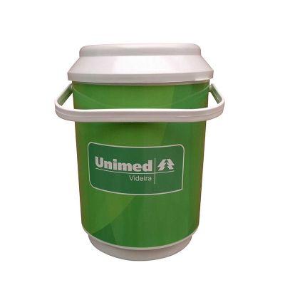 Coolers com capacidade para 10 latas.