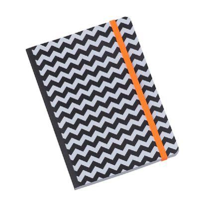 Caderno flex com 80 folhas pautadas.