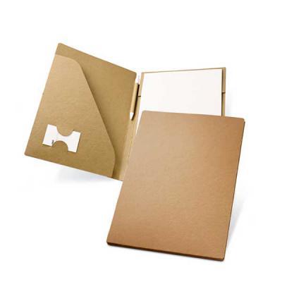 Pasta A4. Cartão: 450 g/m². Bloco: 20 folhas não pautadas de papel reciclado. Incluso esferográfica.