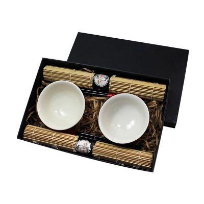 Caixa para presente com 2 bowls de porcelana, jogo americano, 2 pares de hashi e apoios de hashi.