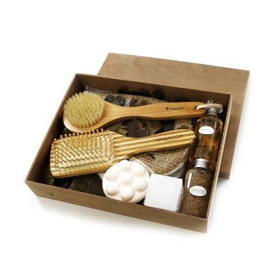- Kit Banho Cristal: Escova de Bambu Quadrada, Massageador com cerdas de silicone, Sabonete Líquido.