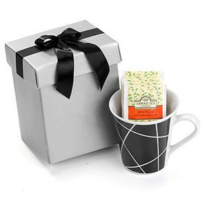 Beetrade Gift - Kit para chá composto por uma caneca de porcelana, cinco sachês de chá Inglês Ahmad Tea 2g com embalagem para presente.