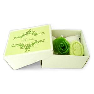 beetrade-gift - Kit Higiene cm 1 sachê em piquet branco, sabonete camafeu e laço cetim e flor organza.
