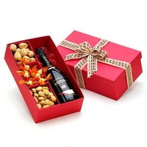 Kit Natal - Caixa para presente com Espumante Mumm 187 ml, 15 bombons, 200g de amêndoas com casca e 200g de nozes com casca.