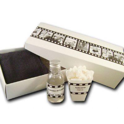 beetrade-gift - Kit dia dos Pais - Caixa com espuma de banho e toalha com aroma de pipoca.