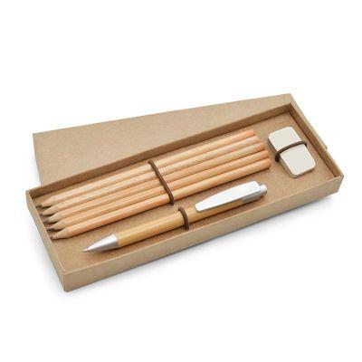 - Kit com caixa cartonagem kraft. Contém caneta esferográfica + 5 lápis + borracha.