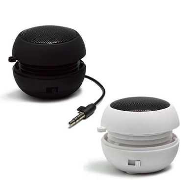 Mini caixa de som portátil. Possui bateria interna com tempo de reprodução de até 6 horas, podend...