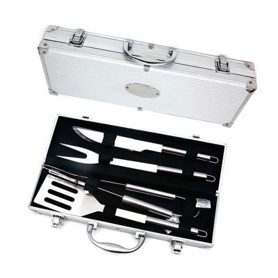 - Kit churrasco personalizado. Com 4 peças em inox e maleta de alumínio.