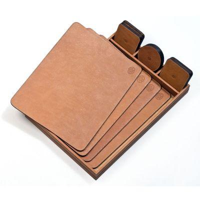 Laeder | Couro - Kit de mesa em couro.