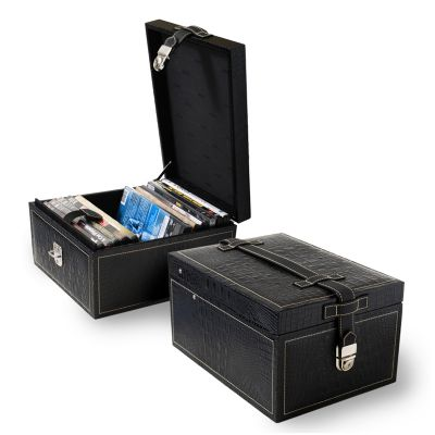 Porta-dvds em couro croco preto.
