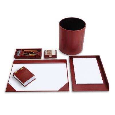 """- Kit escritório """"Elizabeth 09"""" em couro vermelho. Sofisticado conjunto de mesa para escritório com risque-rabisque, porta lápis e clipes, bloco de nota..."""