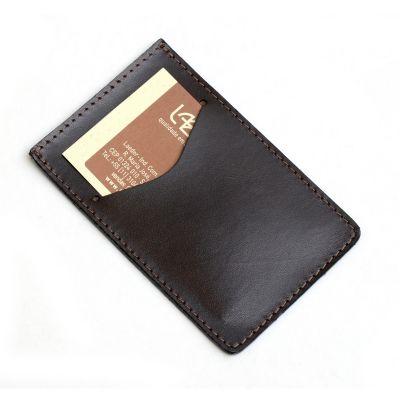 laeder-couro - Porta-cartões em couro marrom.