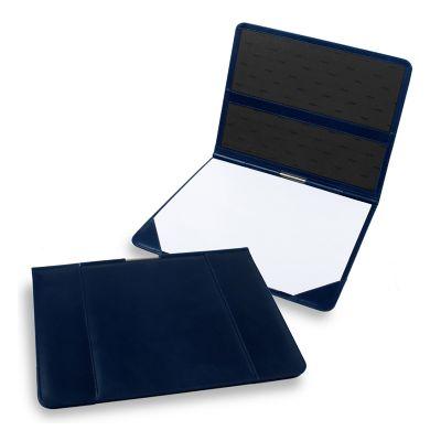 Risque-rabisque em couro azul com capa e bolso interno.