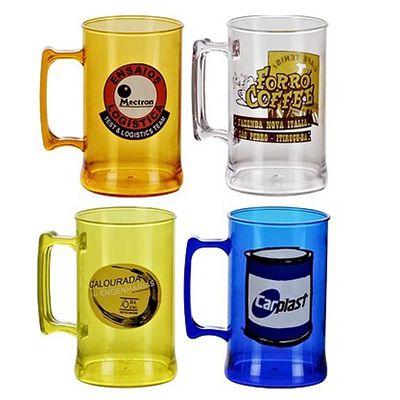 Brindes Ponto A - Caneca para chopp confeccionada em acrílico branco ou cristal em diversas cores com capacidade de até 500 ml. O brinde ideal para promover a sua marca...