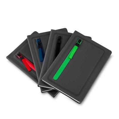 qualy-brindes - Cadernos de anotações com porta objetos na capa, capa com material sintético, 80 folhas.