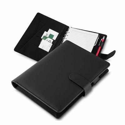 qualy-brindes - Caderno de anotações, tipo fichario, com powerbank 4.000 mAh, bateria de lítio, capa com material sintético, interior com porta documentos, cartões e...