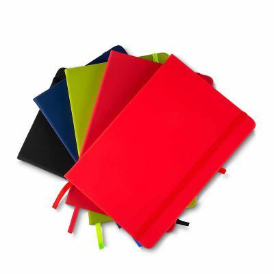 Brindes Qualy - Cadernos de anotações com elástico, suporte para caneta, capa com material sintético, 80 folhas pautadas cor bege. 21x14x2cm