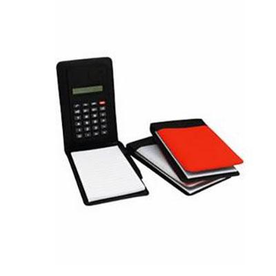 Qualy Brindes - Calculadora e bloco de anotações de couro sintético com mini-caneta de plástico, medida 13,5 x 8 cm. Personalização em Tampografia, Hot stamp ou baixo...