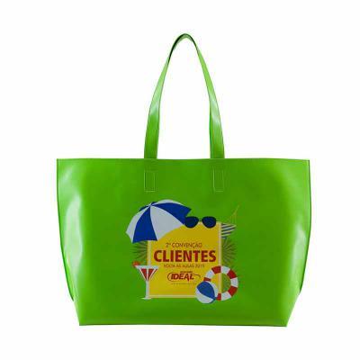 pvchic - Sacola. Confeccionada em costura eletrônica. Em sintético com forro. Se molhar basta secar. Se sujar basta limpar. Por que esta sacola é o gift perfei...