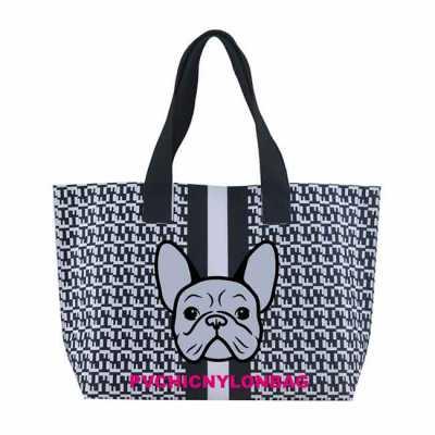 A Sacola Dulce é a nossa tote bag com design clean para quem gosta de um design moderno. A sacola é de nylon encorpado e de toque agradável. Seu inter... - PVChic