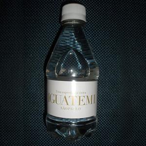 Garrafa de agua mineral personalizada