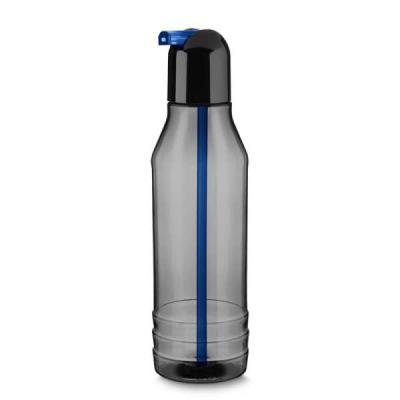 white-brindes - Squeeze plástico com canudo, capacidade 600ml.  Corpo translúcido fumê, tampa rosqueável preta com canudo colorido.  Pode ser personalizado em silk ou...