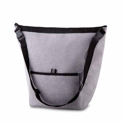 white-brindes - Bolsa Térmica. Capacidade 15 litros Bolso frontal. Alça de ombro regulável. Tecido nylon e e poliéster. Gravação no bolso frontal.