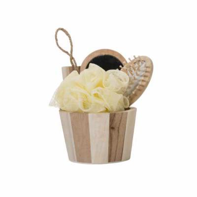 white-brindes - Kit banho de madeira com 3 peças. Possui espelho, escova de cabelo e esponja de banho.  Acompanha balde com alça. Medidas aproximadas: Espelho 148 x 7...