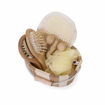 white-brindes - Kit banho de madeira com 5 peças. Possui espelho, escova de cabelo, esponja de banho, bucha de banho e massageador. Acompanha balde com alça e pegador...