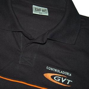 keep-out-confeccoes - Camisa pólo na cor preto, personalizada com diferentes tipos de impressão.