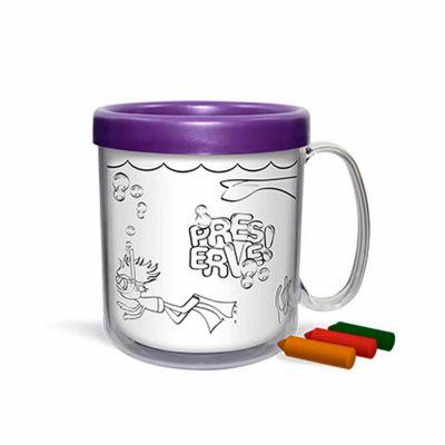 - Caneca plástica injetada, atóxica, formada por duas peças encaixáveis e um refil para colorir. Capacidade de 300 mL