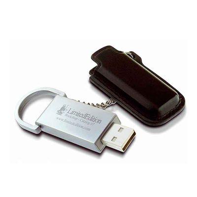 - Pen drive de couro personalizado. Com fechamento em botão e 4GB, 8GB, 16GB e 32GB de capacidade.