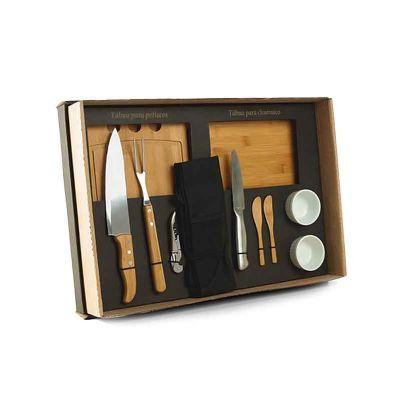 """- Kit para Churrasco e Petisco Conta com tábua para petisco, tábua para churrasco e duas espátulas em Bambu; faca 8"""" e garfo em Bambu/Inox; faca para fr..."""